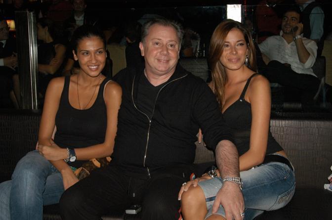 Lele Mora tra Francesca Lodo e Aida Yespica (Clicphoto)