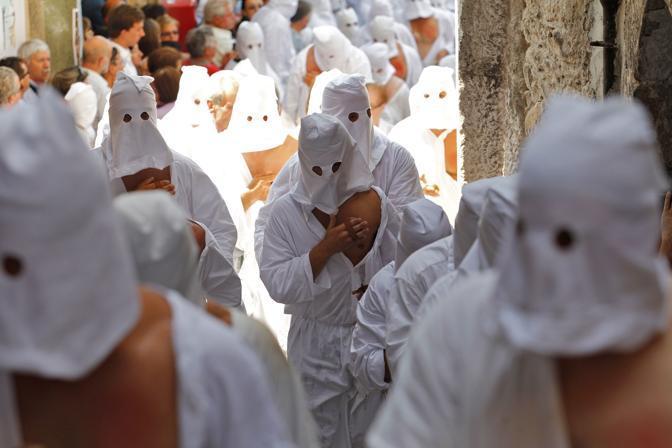 Inoltre 3 mila  persone hanno fatto da figuranti inscenando i «Misteri», rappresentazioni tratte dalla Sacre Scritture (Fotogramma/Garofalo)