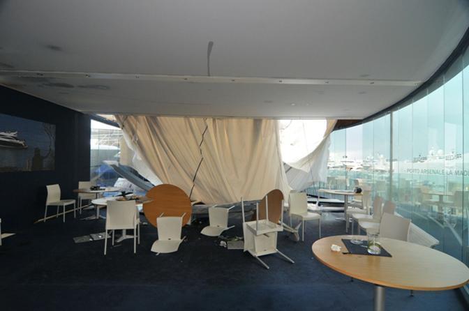 Un ferito al Salone Nautico per un crollo (LaPresse)