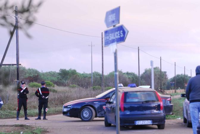 I carabinieri nella zona dove è stato ritrovato il corpo di Sarah (Arcieri)