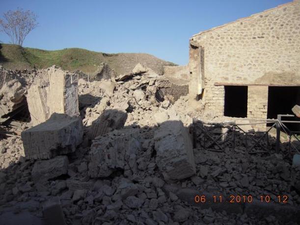 La Domus dei gladiatori crollata (foto del coordinamento nazionale Uil beni e attività culturali)