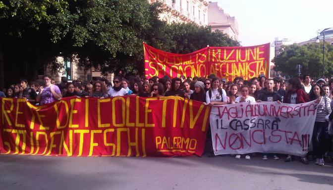 La manifestazione degli studenti a Palermo