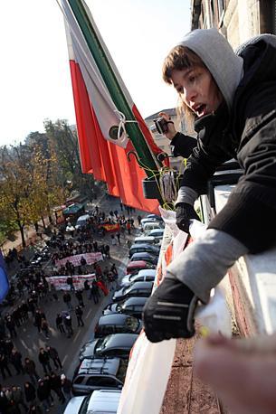 MILANO Gli studenti hanno poi fatto irruzione nel palazzo delle Finanze, esibendo striscioni dimostrativi