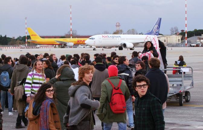 PISA Alcuni studenti hanno anche cercato di occupare l'aeroporto