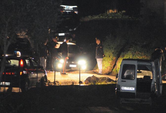Un?intera famiglia è stata uccisa a Filandari, paese dell?entroterra del vibonese, dove cinque persone sono state trucidate a colpi d?arma da fuoco in una masseria nelle campagne di Scaliti (LaPresse)