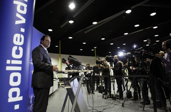 La conferenza stampa della polizia svizzera (Reuters)