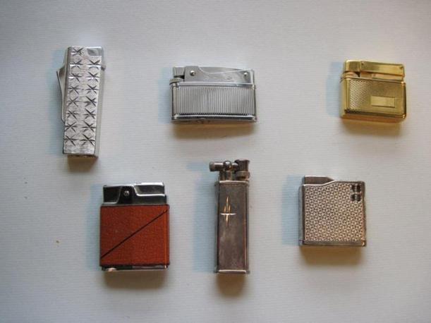 Negli anni Quaranta, oltre ai fiammiferi, la Saffa realizzò una linea di accendini per Cartier e altri marchi di accessori. Giò Ponti disegnò invece una linea di mobili per la fabbrica di Magenta, che produceva anche saponi, fosforo, diserbanti e poi vernici, ghiacciaie, casse per uso militare. Fu sempre la Saffa a brevettare nel 1945 i primi mobili da ufficio componibili (Foto: Fagnani. Archivio Tunesi)