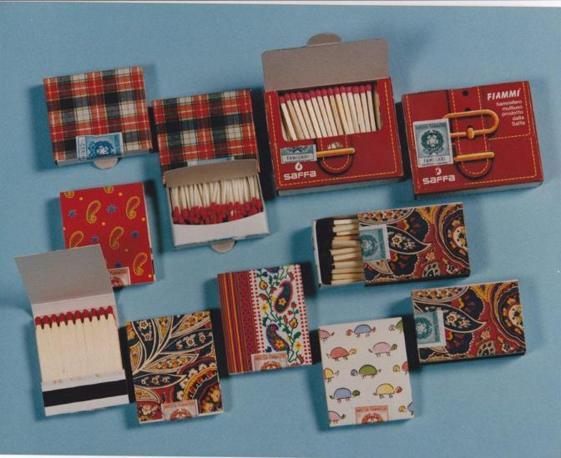 Anni Settanta: il design inconfondibile spicca sulle scatole dei fiammiferi Saffa. Negli anni record 1973-74 furono prodotti 45 miliardi di fiammiferi. Di lì a poco, però, i tempi cambieranno, per la concorrenza (anche in questo caso cinese) e il calo delle vendite. L'ultimo stabilimento di fiammiferi sull'area ex Saffa ha chiuso nel 2002 dopo 131 anni: la Saffa era stata fondata nel 1871 (Foto: Archivio Tunesi)