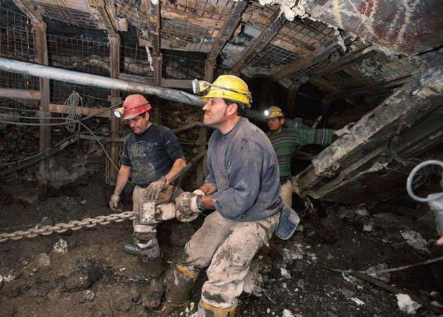 Nella miniera di Sinni della Carbosulcis, Antonino Atzori lavora a 400 metri di profondità nelle coltivazioni di carbone - Foto di  Max Solinas
