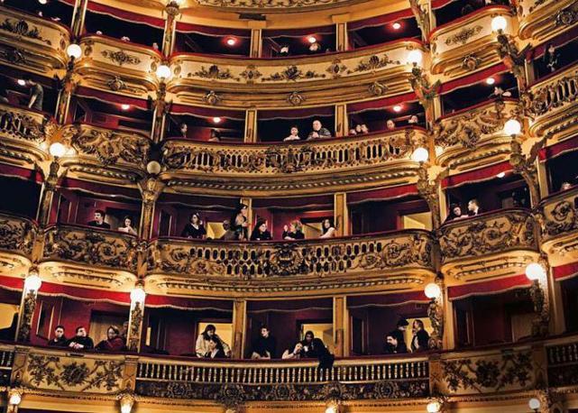 Al teatro Bellini sta per iniziare il concerto del musicista e compositore Ludovico Einaudi - Foto di  Pietro Masturzo