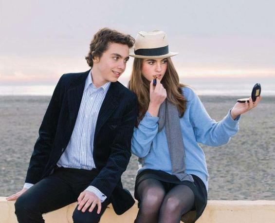Melusine e Teodoro (16 e 13 anni), figli di Dado Ruspoli e sua moglie Patrizia, sulla spiaggia al tramonto - Foto di Cristina Ghergo