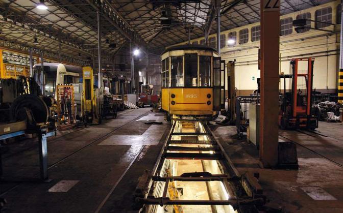 Tram in riparazione nel deposito cittadino di via Messina - Foto di  Lorenzo Giuffredi