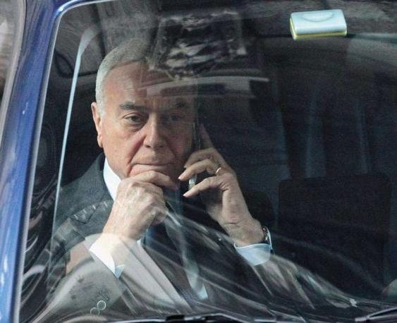 Il sottosegretario alla pesidenza del Consiglio, Gianni Letta, all?uscita da Palazzo Grazioli - Foto di  Fabio Campana