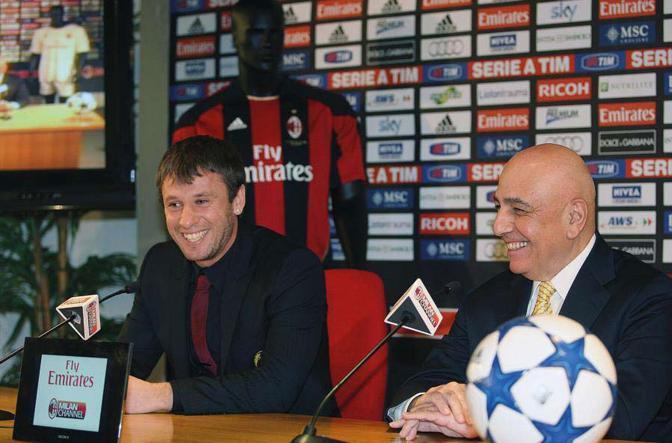 Antonio Cassano e Adriano Galliani durante la conferenza stampa di presentazione dell ?attaccante appena acquistato dal Milan. Cresciuto nel Bari, Cassano, prima di approdare a Milano, ha giocato nella Roma, nel Real Madrid e nella Sampdoria - Foto di  Marco Buzzi