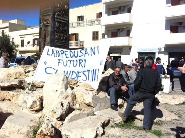 Emergenza immigrazione la protesta dei cittadini di Lampedusa (Foto A. Sciacca)