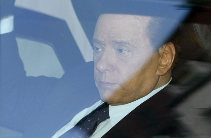 Belusconi al suo arrivo in tribunale a Milano (Reuters)