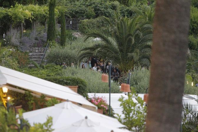 Ospiti durante il ricevimento (Infophoto)