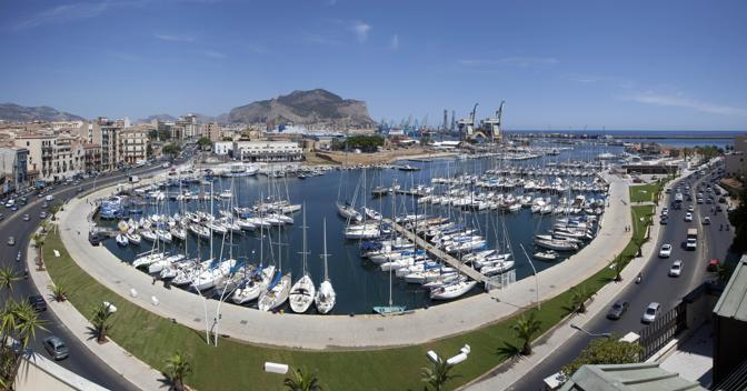 Una vista dall'altro del porto turistico (Sandro Scalia)