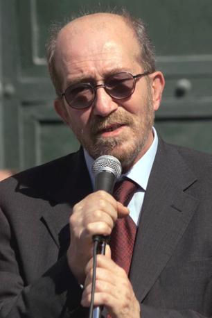 Il padre di Carlo, Giuliano Giuliani (Ansa)