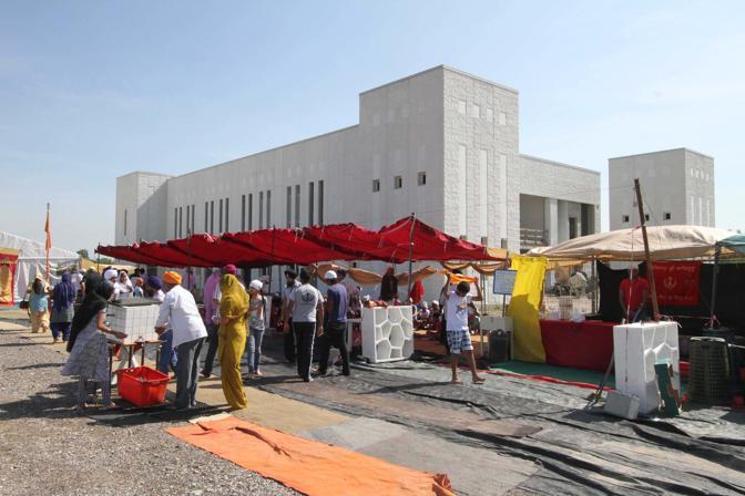 A Pessina Cremonese, in  provincia di Cremona, è stato inaugurato il tempio Sikh più  grande d'Europa (Ansa)