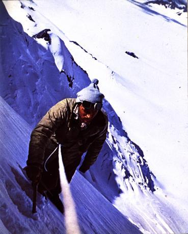 In scalata sul Cerro Mariano Moreno, Ande (Walter Bonatti)