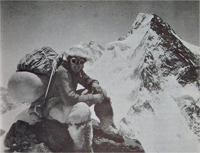 Walter Bonatti verso i Settemila metri del K2 (da Le mie montagne)