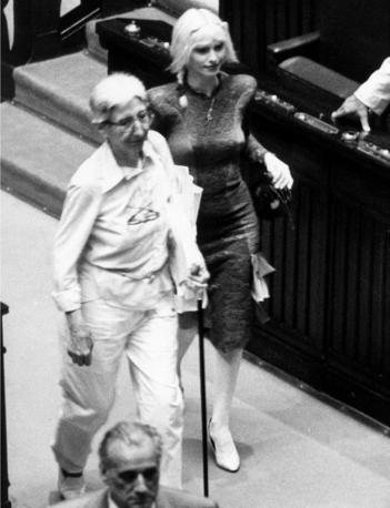 Adele Faccio, esponente dei Radicali con Cicciolina alla Camera (Fotogramma)