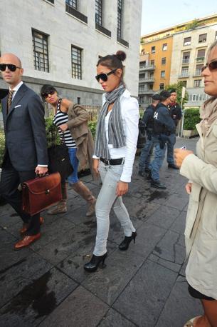 «Sono qua perché mi ritengo parte offesa e per guardare in faccia chi mi ha dato della bugiarda». Così la modella marocchina 27enne Imane Fadil si  è presentata al tribunale di Milano (Fotogramma)