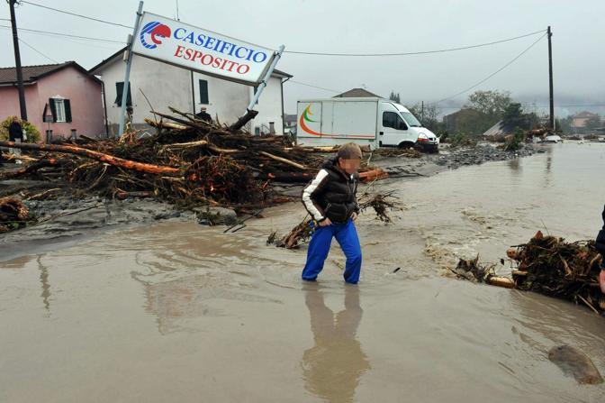 Alcune immagini di Brugnato dopo l'alluvione (Ansa)