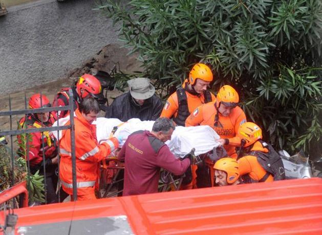 Recuperato il corpo di una delle vittime (Arata)
