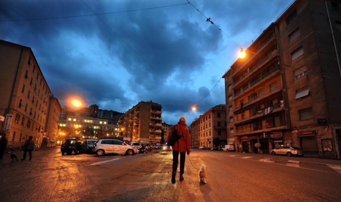 Il risveglio di Genova, all'indomani del nubifragio: dalle 7 di sabato divieto di circolazione per le auto (Ansa)