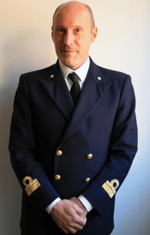 Un'immagine del capo della sezione operativa della Capitaneria di porto di Livorno Gregorio De Falco, diventato celebre per avere intimato al comandante Schettino di tornare a bordo (Ansa)