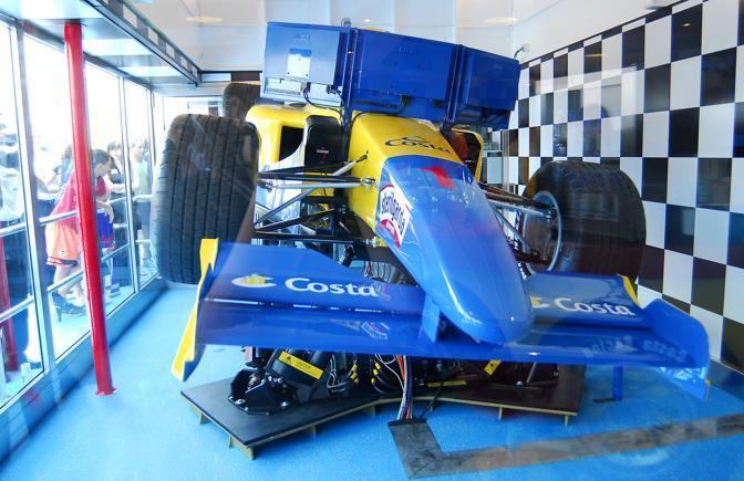 Sul gigante dei mari anche il primo simulatore di guida di un'auto Formula 1 su una crociera (Ansa)