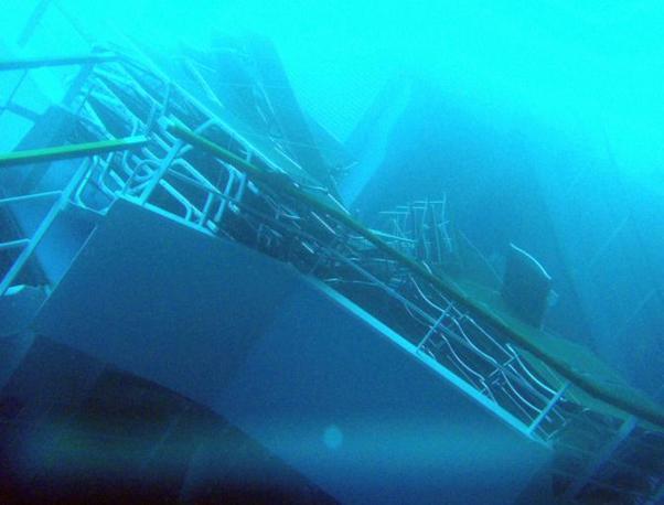 Il relitto della Costa Concordia fotografato dai sub (Ansa/Guardia di Finanza)