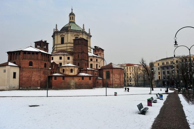 La basilica di San Lorenzo a Milano (Fotogramma/Albertari)