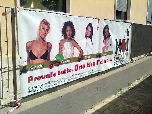 Questo cartellone è apparso sui muri di Firenze