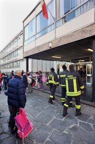 Milano evacuata la scuola primaria di via Ugo Pisa (Bettolini)