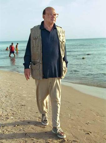 Un Bettino Craxi riflessivo e già ai margini della vita politica. Scappò in Tunisia dove visse gli ultimi anni della sua vita