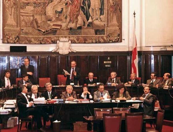 E' il 4 maggio '92: il sindaco di Milano, Giampiero Borghini, prende la parola in consiglio comunale su Tangentopoli. La sua giunta verrà decimata dagli arresti