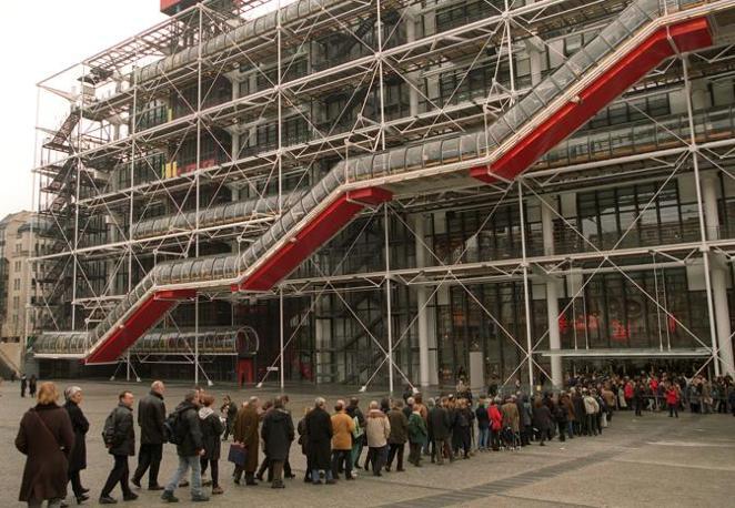 Il Beaubourg, a Parigi (Ansa)