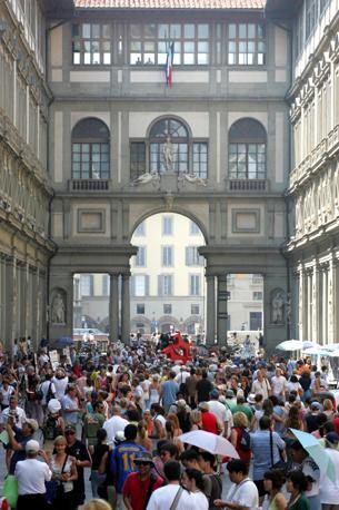 La Galleria degli Uffizi, a Firenze (Ansa)