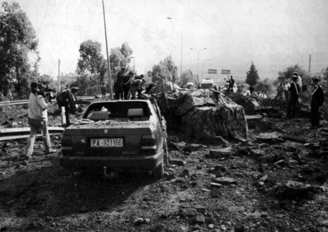 Capaci, il luogo dell'attentato (Foto Ap - Archivio Corriere)