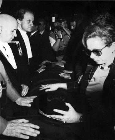 Il dolore dei colleghi, in alto a sinistra Leonardo Guarnotta (Foto Ap - Archivio Corriere)