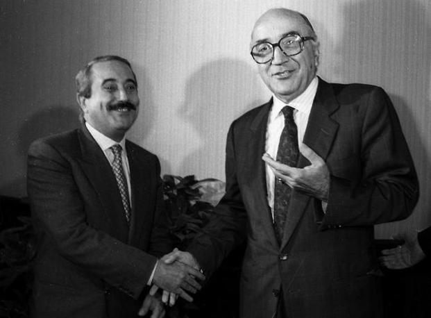 Settembre 89, Falcone col ministro dell'interno Antonio Gava in occasione del trilaterale Italia-Spagna-Stati Uniti sulla lotta ai trafficanti di droga (Foto Ansa - Archivio Corriere)