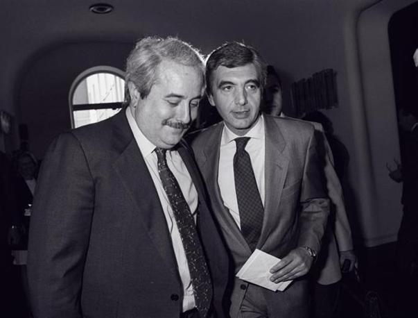 Falcone col futuro capo della polizia Gianni De Gennaro (Foto Adnkronos - Archivio Corriere)