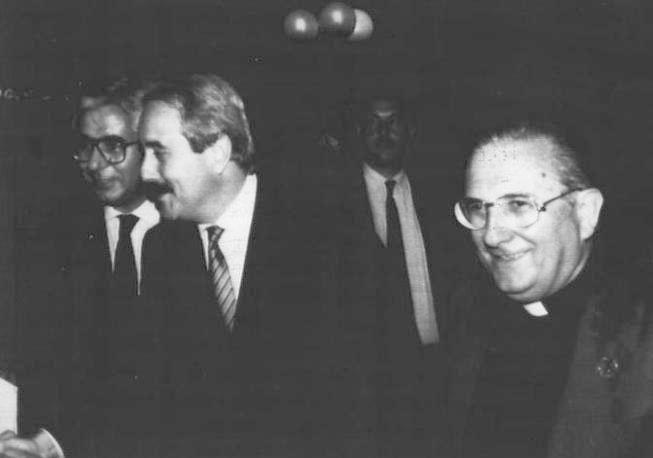 L'incontro con don Pierino Gelmini (settembre 1990) nella comunità di Amelia (Foto Ap - Archivio Corriere)