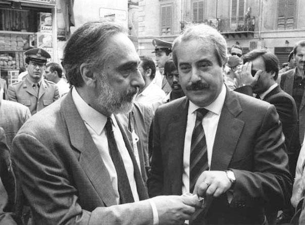 Falcone con l'alto commissario antimafia Domenico Sica (Foto Sintesi - Archivio Corriere)
