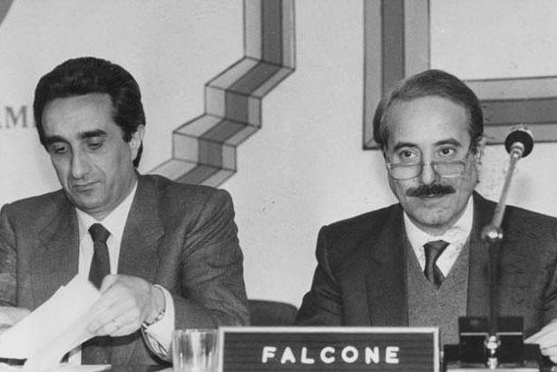 Falcone con l'allora Presidente della Regione Siciliana Rino Nicolosi (Fotogramma - Archivio Corriere)