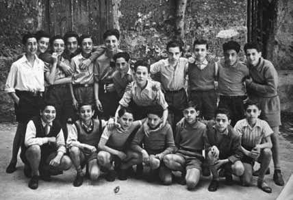 Giovanni Falcone al centro della foto in terza media (Labruzzo/Giacominofoto)