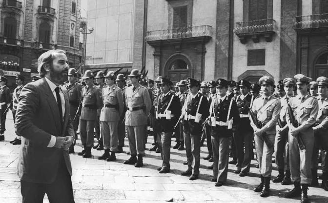 Falcone ai funerali del generale Dalla Chiesa (Letizia Battaglia)